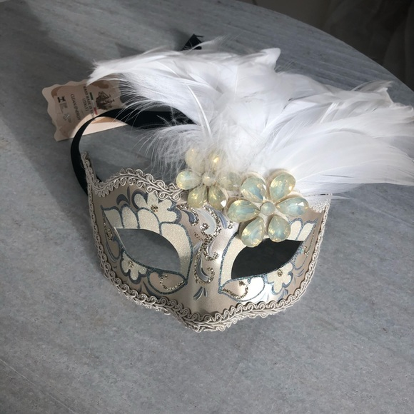 Pier 1 Imports Other - Masquerade mask decor
